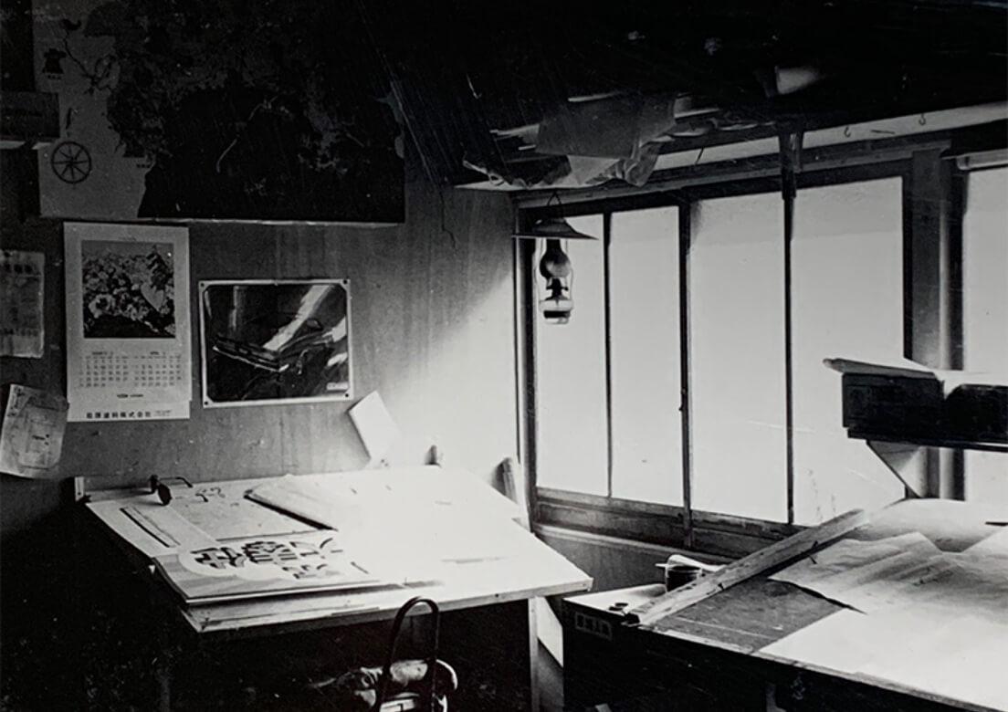 アイワ工芸の創業当時のオフィス風景